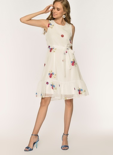 Loves You Nopeli Astarlı Nakışlı Elbise Beyaz